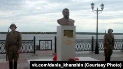 Памятник Иосифу Сталину на набережной Оби в Сургуте. 15 сентября 2016 года.