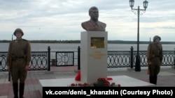 Staliniň monumenti, Surgut