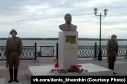 Пам'ятник Йосипу Сталіну в Сургуті, Росія