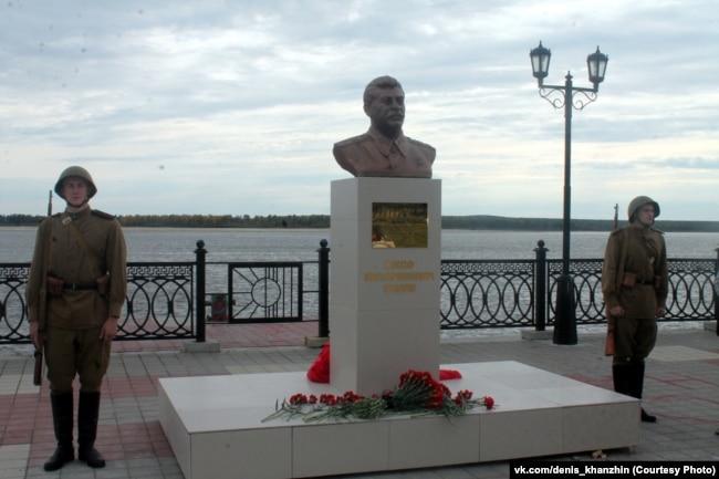 Бюст Сталина в Сургуте