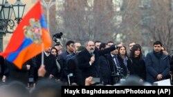 Нікол Пашыньян зьвяртаецца да людзей на мітынгу 25 лютага 2021 году