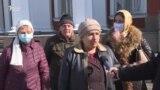 """Муштариёни норозии """"Тоҷпромбонк"""""""
