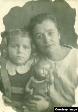 Маленькая Эмма, Матильда и кукла Ниночка