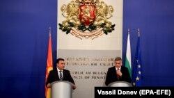 Kryeministri maqedonas, Zoran Zaev dhe kryeministri i Qeverisë së përkohshme bullgare, Stefan Yanev.
