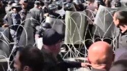 Ոստիկանները հանեցին հակագազերը, երկրորդ անգամ հատուկ միջոց չկիրառվեց
