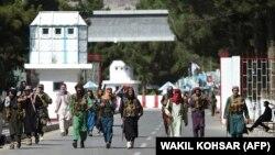 طالبان در میدان هوایی کابل