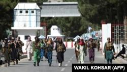 جنگجویان طالبان در میدان هوایی کابل