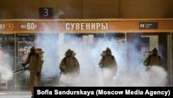 Дезинфекция вокзала в Москве, архивное фото