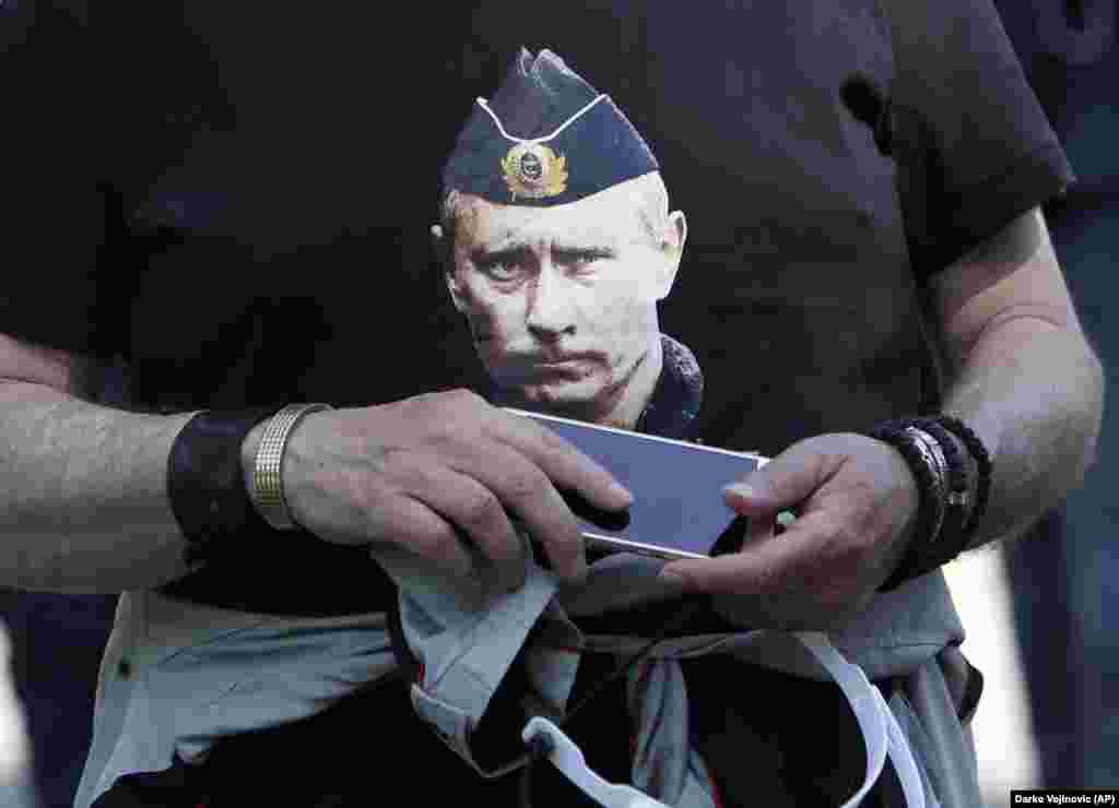 РУСИЈА - Русија соопшти дека одлуката на Вашингтон да не се приклучи на договорот за контрола на оружјето со кој се дозволуваат невооружени воздушни летови над десетици земји учеснички ги замаглува изгледите за разговори за контролата на оружјето на планираниот Самит меѓу претседателите на двете земји наредниот месец.