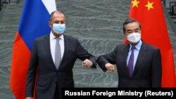 Сергеј Лавров и Ванг Ји на средба во Кина, 22 март 2021