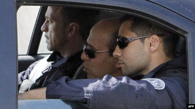 Iranian agent Ali Vakili Rad (center) in a police vehicle lleaving Poissy prison, in a Paris suburb, on May 18.