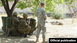 Armenia - A U.S. military instructor trains teaching personnel for the Armenian army's paramedic school, 28Aug2015.