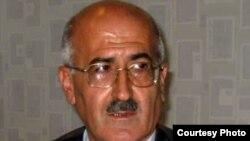 Видади Махмудлу, член ЦИК от оппозиции, который подписал протокол в 2005 г.