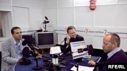 Владимир Милов, Михаил Делягин и Михаил Соколов в студии Радио Свобода
