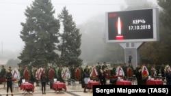 Траурный митинг по погибшим в Политехническом колледже в Керчи.