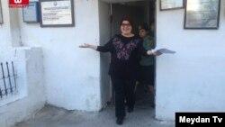 Журналист Радио Свобода/Радио Свободная Европа Хадиджа Исмаилова выходит из тюрьмы. 25 мая 2016 года.