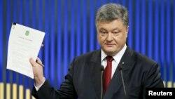 Петро Порошенко під час прес-конференції, 14 січня 2016 року
