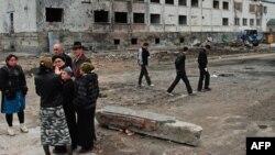 В настоящее время только по официальным данным на территории Ингушетии проживает более 10 тысяч вынужденных переселенцев из Чечни и Северной Осетии