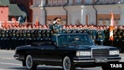 Министр обороны России Сергей Шойгу на Красной площади во время военного парада 9 мая 2016 года