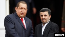 هوگو چاوز، رئیس جمهور ونزوئلا در کنار محمود احمدینژاد