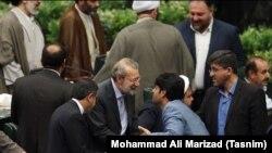 Ali Larijani Eýranyň parlamentine wagtlaýyn spiker edilip, gaýtadan saýlandy.
