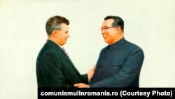 Ceaușescu și Kim Ir Sen; autor necunoscut; oferit la Phenian, cu ocazia vizitei în R.P.D. Coreea, 20-23 mai 1978; tapiserie pe pânză. Sursa: comunismulinromania.ro (MNIR)