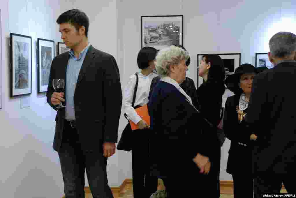 Фотовыставка «Одна победа» с экспонатами из архивов США и Казахстана проходит в Государственном музее искусств им. А. Кастеева.
