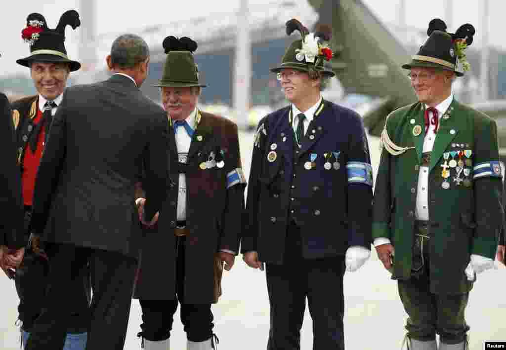 Президент США прощається з баварцями в аеропорту в Мюнхені