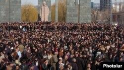 Митинг сторонников оппозиционного кандидата Левона Тер-Петросяна, Ереван, 1 марта 2008 г.