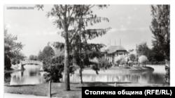 """Езерото """"Ариана"""" и стария ресторант на острова в средата"""