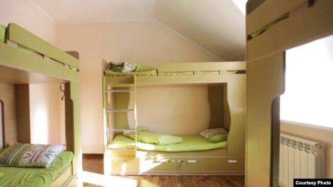 «Almaty Backpackers» хостелиндеги керебеттер.