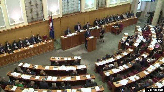 U Saboru (na fotografiji) sjede ljudi osuđeni za ratne zločine, pa rehabilitirani