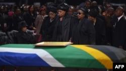 Nelson Mandelanın ailə üzvləri