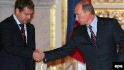 Dmitri Medvedev və prezident Vladimir Putin