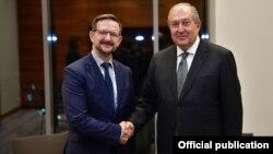 Президент Армении Армен Саркисян (справа) и генеральный секретарь ОБСЕ Томас Гремингер, Минск, 31 октября 2018 г.
