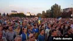 28 августа в Мариуполе состоялась многотысячная мирная акция против ввода российских войск в город