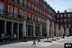 Централен площад в Мадрид, опразнен заради извънредното положение