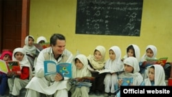 American writer Greg Mortenson with Gultori schoolchildren in Pakistan (undated)