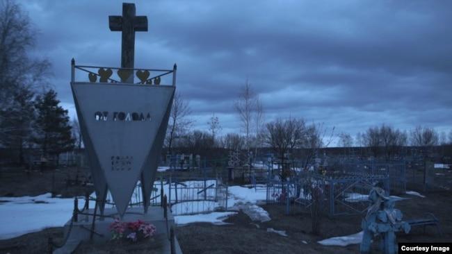 Единственный памятник жертвам Голодомора в России был поставлен в 1992 году по частной инициативе на кладбище в селе Малая Сердоба Пензенской области
