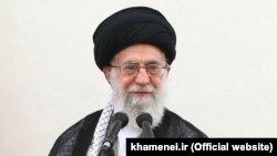 Иранның рухани көсемі аятолла Әли Хаменей.