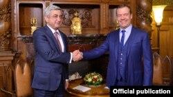 Серж Саргсян (слева) и Дмитрий Медведев, Москва, 15 мартя 2017 г.