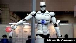 روبات پینگ پونگ باز، ساخته ویتنام، عکس تزئینی است