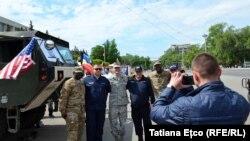 Pjesëtarë të ushtrisë së Moldavisë dhe të Shteteve të Bashkara