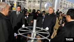Отворање на кинеско-туркменистанското гасно наоѓалиште во Туркменистан на 15 декември 2009 година.