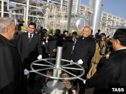 Президенты Казахстана, Туркменистана, Узбекистана и Китая на церемонии открытия газопровода «Туркменистан-Китай». 15 декабря 2009 года.