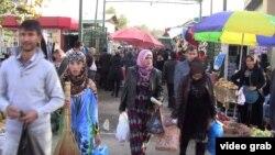 Душанбедегі сауда базарларының бірі. (Көрнекі сурет)