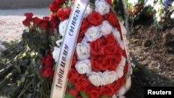 Ще не підписана могила в Севастополі, де, як вважають, похований Янукович-молодший