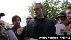 Сергей Удальцов на Трубной площади в Москве на голосовании на выборах в Координационный совет оппозиции. 21 октября 2012 года.