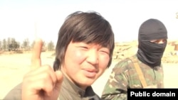 """Скриншот видео о казахском """"джихадисте"""", отправившемся на Ближний Восток и примкнувшем к радикальной вооруженной группировке."""