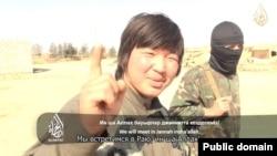 Сириядағы соғысқа барған «қазақ жихадшылары» туралы әлеуметтік желіде тараған видеодан скриншот.